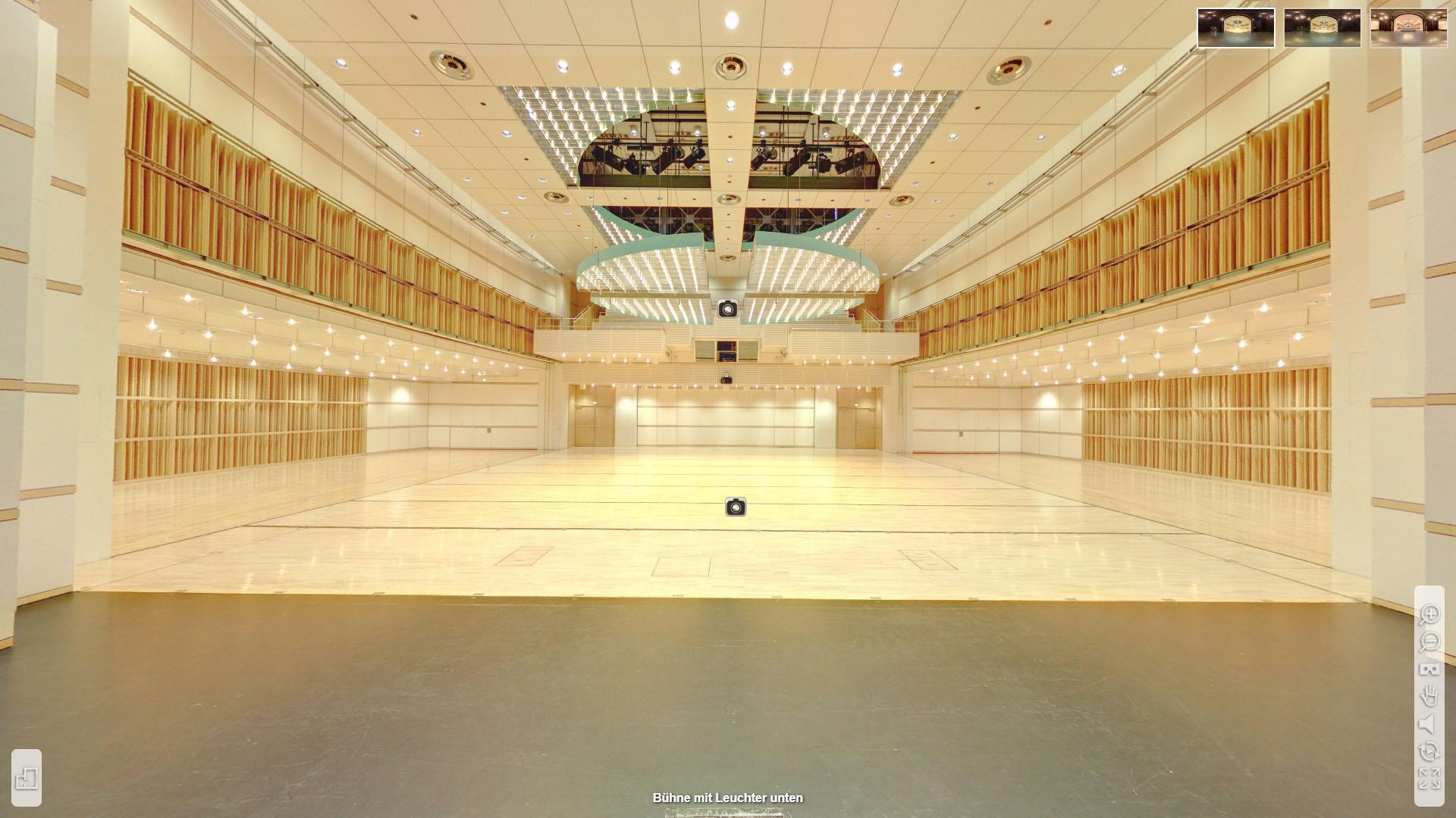 Lorzensaal Cham Buehne mit Leuchter unten