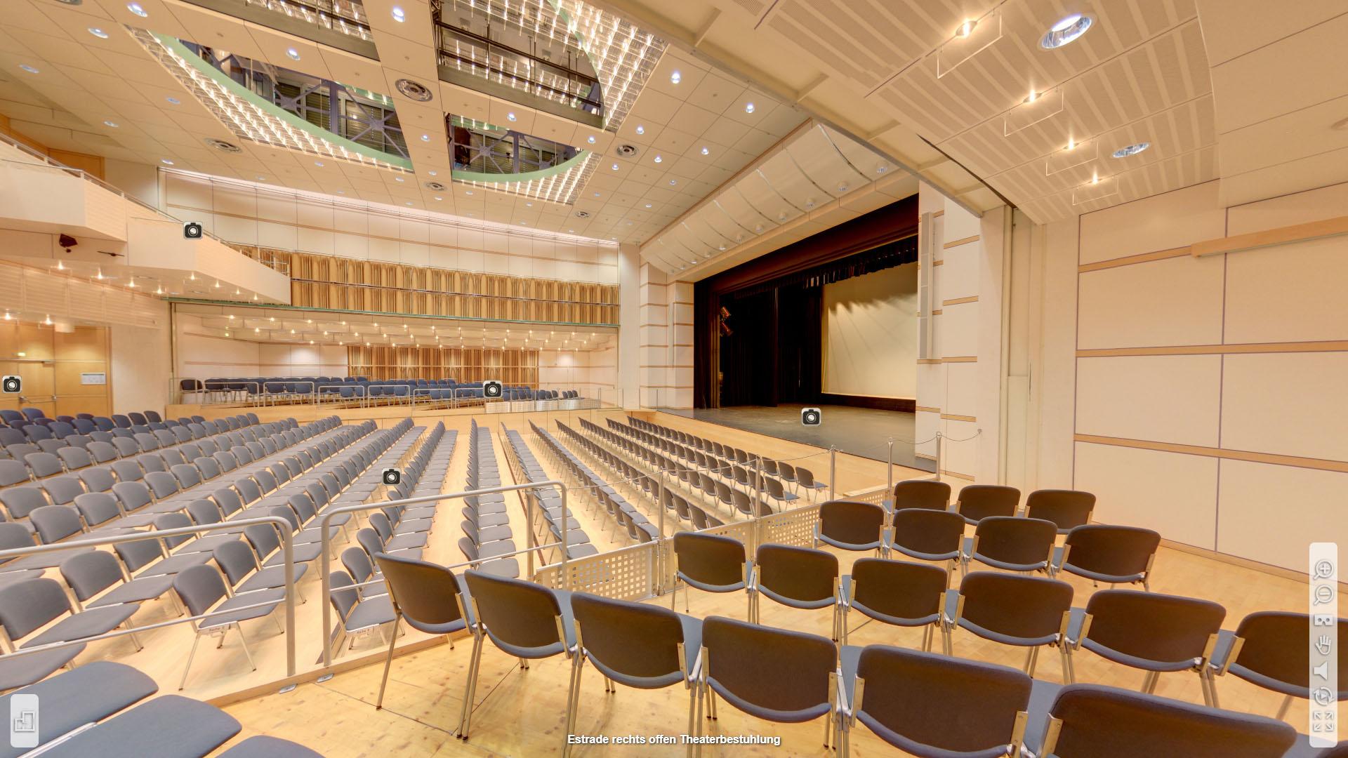 Lorzensaal Cham Estrade rechts offen Theaterbestuhlung
