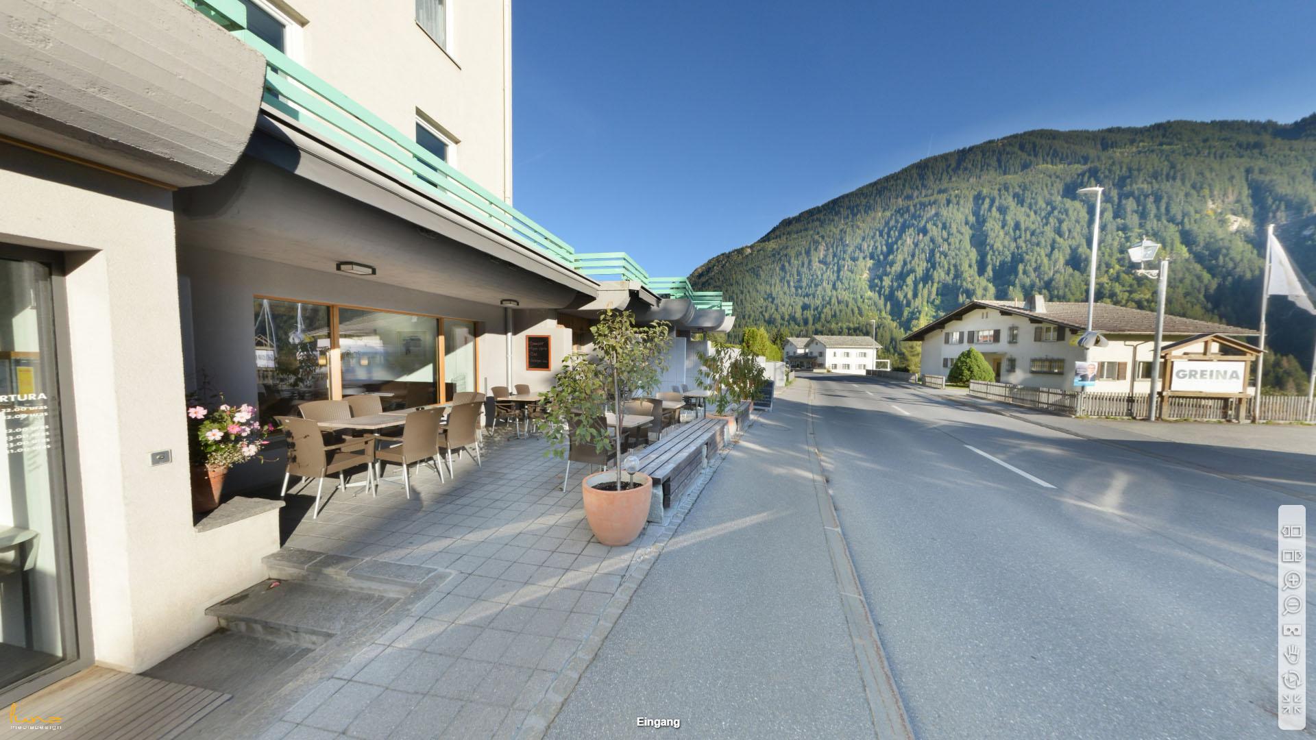 Hotel Greina Graubuenden Eingang Aussenplatz