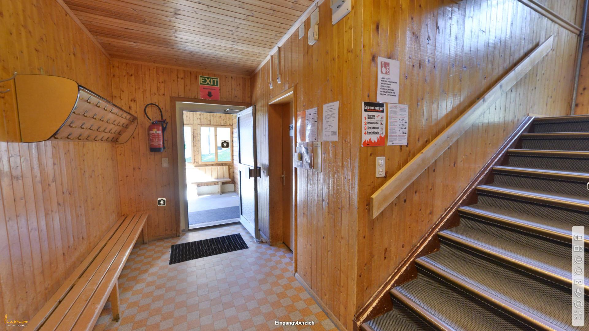 Pension Strem Graubuenden Eingangsbereich